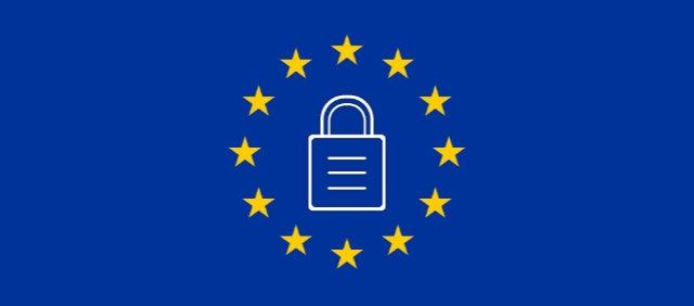 Ett hänglås mot bakgrund av EU:s flagga